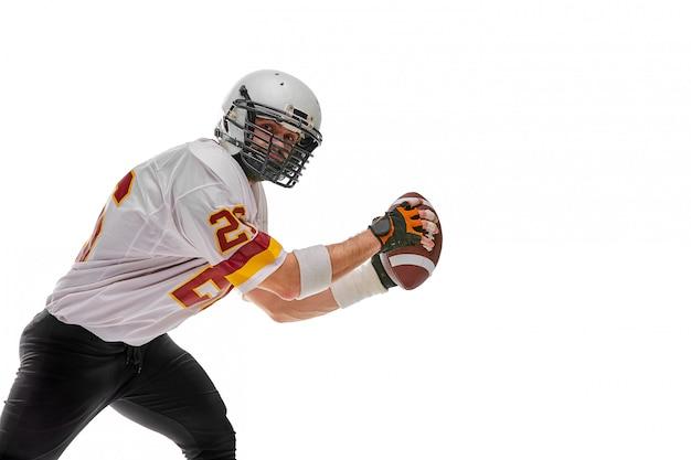 分離された手にボールを持つアクションのフットボール選手。