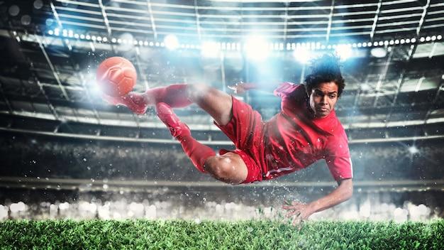 힘으로 공을 차는 선수와 밤 경기에서 축구 장면.