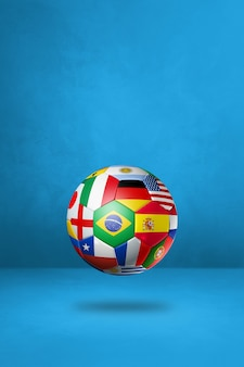 Футбольный мяч с национальными флагами, изолированными на синем