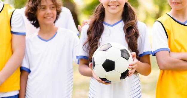 Compagni di squadra di calcio che vogliono fare una partita