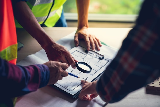 Foreman officer inspector defect about engineer&architect work home building