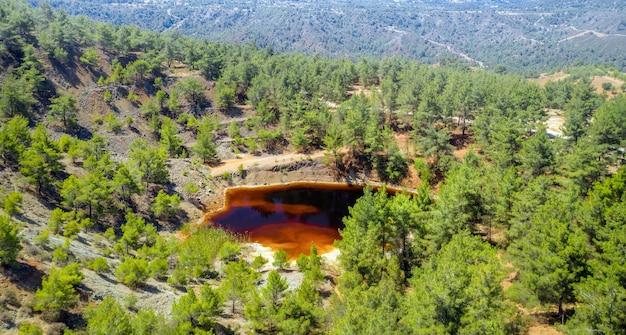 키노우사 키프로스 근처 버려진 노천 광산의 삼림 복원