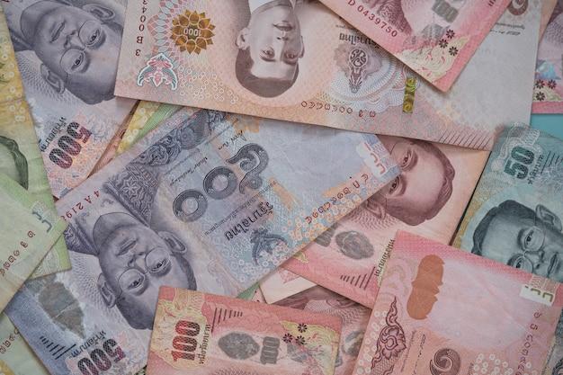 외환 및 통화 교환 개념, 태국 바트 지폐의 상위 뷰.