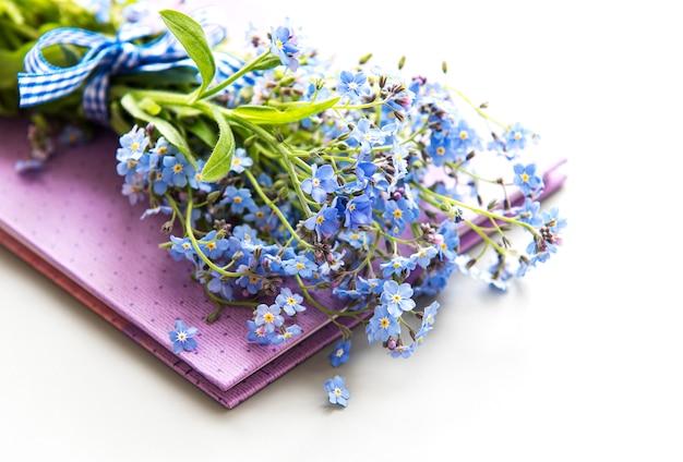 Незабудка цветы и блокнот
