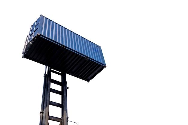 Вилочный погрузчик, обрабатывающий вид сбоку грузового контейнера на белом фоне, изолировать концепцию транспортировки грузового контейнера