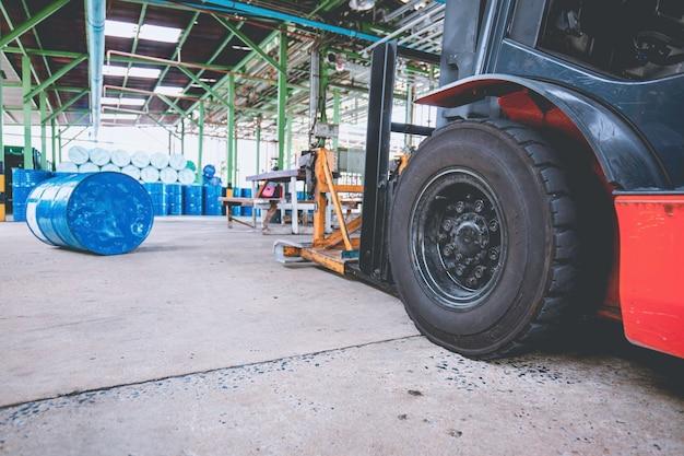 포크 리프트 휠 리프트 화학 드럼 오일 배럴 파란색 화학 드럼 수평 스택