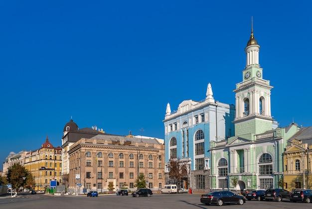 Kontraktova 광장에있는 이전 그리스 수도원. 키예프, 우크라이나
