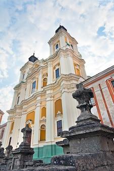 Бывший комплекс иезуитского училища в городе кременец (тернопольская область, украина). построен в 1731-1743 годах, архитектор - паоло фонтана.