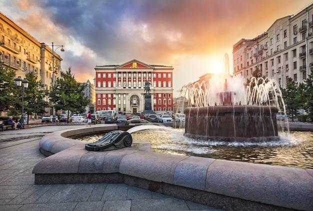 Бывший вид на тверскую площадь напротив здания мэрии москвы.