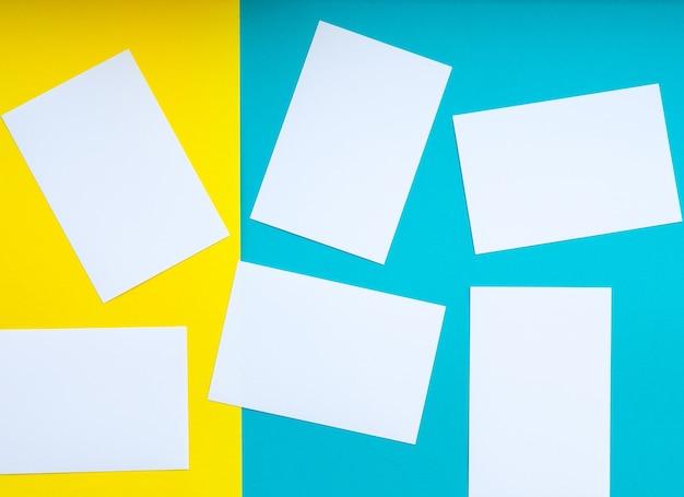 흰색에서 노란색 및 파란색 배경, 밝은 색상, 텍스트를 위한 빈 공간을 형성합니다.
