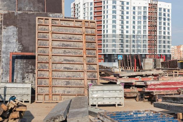 建物のモノリシック建設のための型枠。モノリシック建設技術。