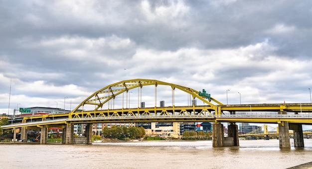 피츠버그 펜실베니아, 미국 앨러 게니 강을 건너는 포트 듀 케인 다리