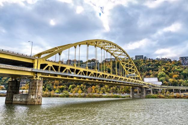 미국 펜실베니아 피츠버그의 monongahela 강을 건너는 포트 피트 다리