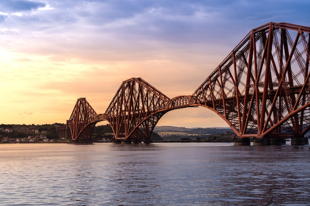 The forth bridge edinburgh