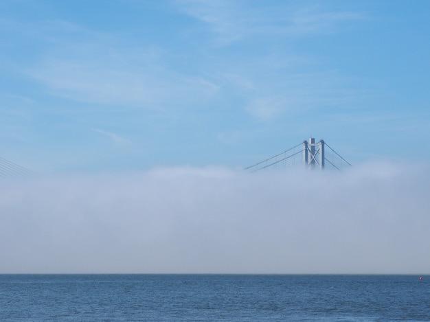 エジンバラのフォース湾に架かるフォースロードブリッジ