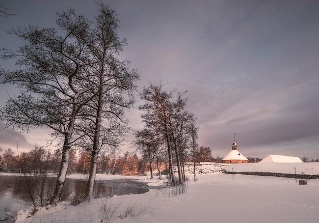 プリオゼルスクロシアの要塞カレラ、公園の日の出の冬