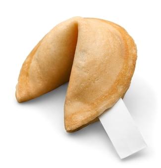 Печенье с удачей при пустой выскальзывании, изолированные на белом фоне.