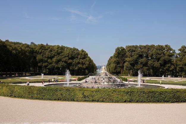 城の庭園の噴水、インゼルヘレン島、キーム湖、バイエルン州、ドイツ