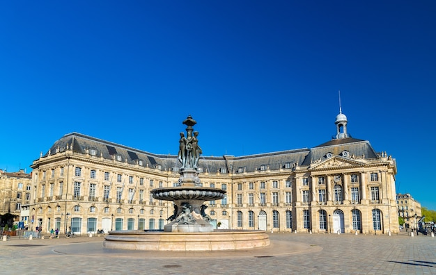 ボルドーのブルス広場にある3つの恵みの噴水-フランス、アキテーヌ