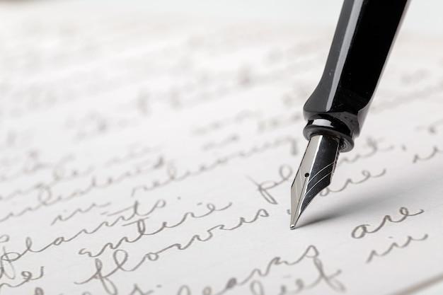書かれたページの万年筆