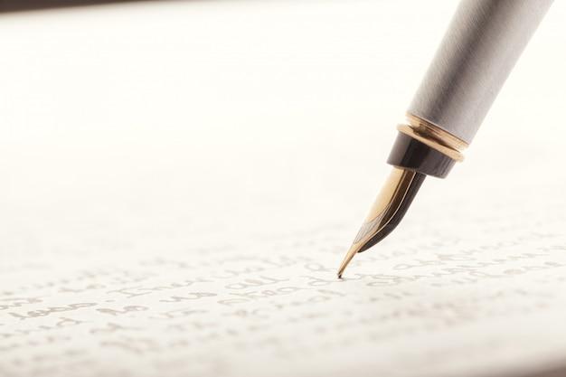 書かれたページに万年筆