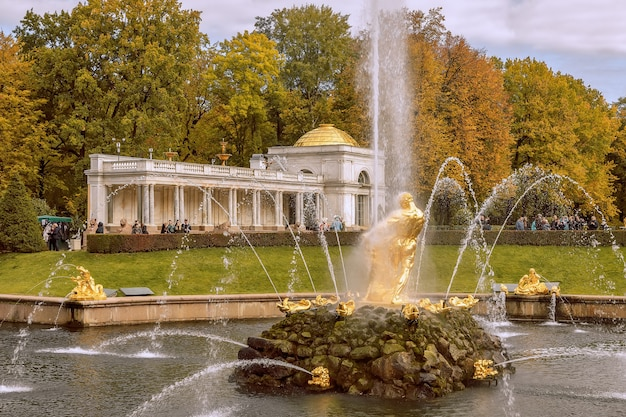 Fountain samson tearing the lions mouth in peterhof