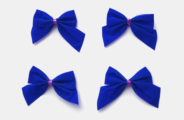 白い背景で隔離の4つの青い弓