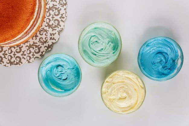 アイシングとケーキの4色。上面図。