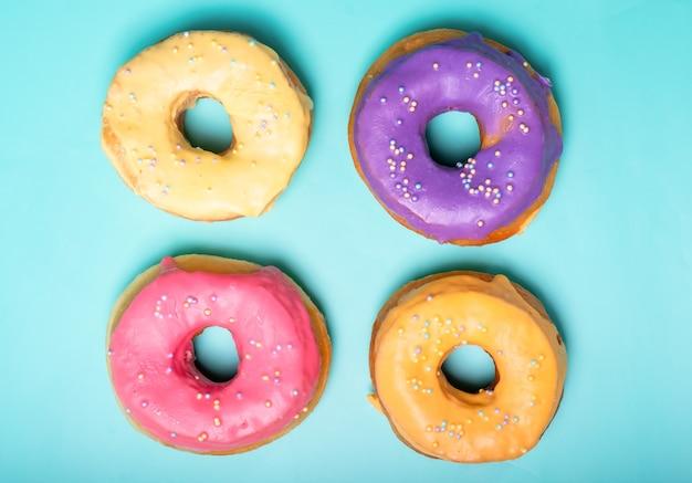 Четыре разных ароматных пончика