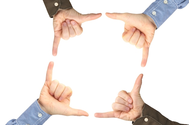 흰색 표면에 서로 반대 제스처와 함께 4 명의 남성 손. 사회에서의 토론과 관계.