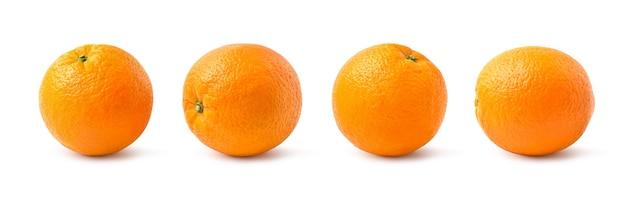 Четыре оранжевых плода, изолированные на белом фоне