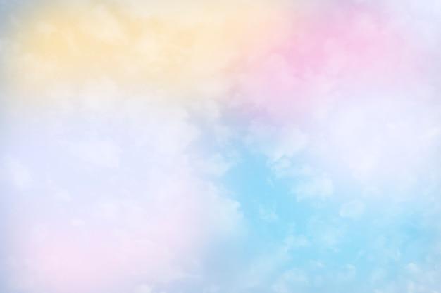 파스텔 색상으로 4 개의 파스텔 색 구름과 하늘 배경
