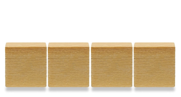 4 개의 나무 큐브, 흰색 배경에 고립 된 나무 기하학적 모양 큐브