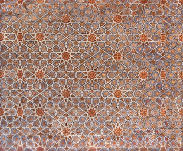 Fragment of the ceiling with geometric patterns in the chehel sotun palace in isfahan.