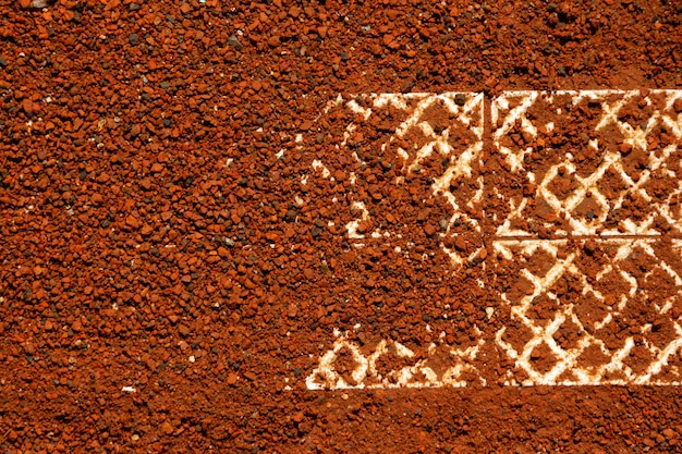 屋外粘土テニスコートのフラグメントマーキングラインクローズアップコピースペースデザイン要素