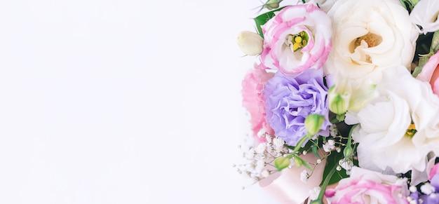 ライラックのトルコギキョウの花束の断片
