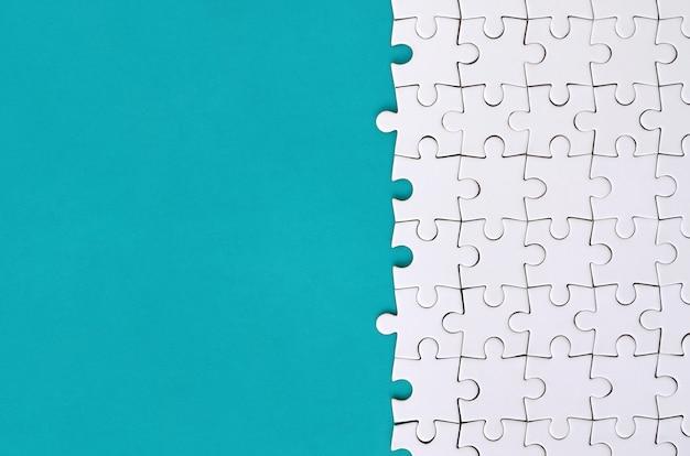 Фрагмент сложенной белой головоломки