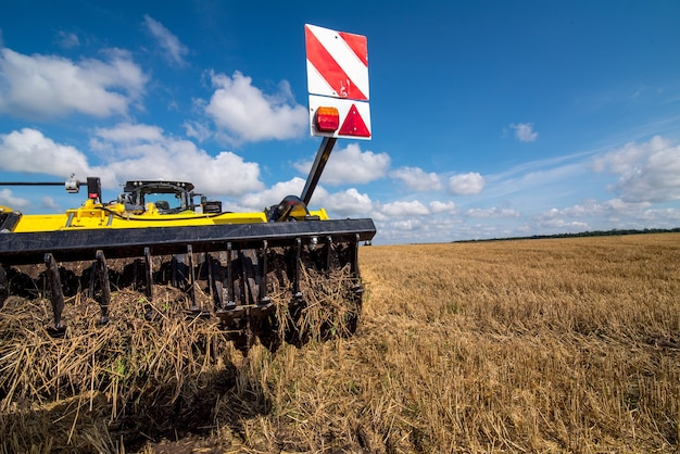 Фрагмент многодискового культиватора, система обработки почвы в поле