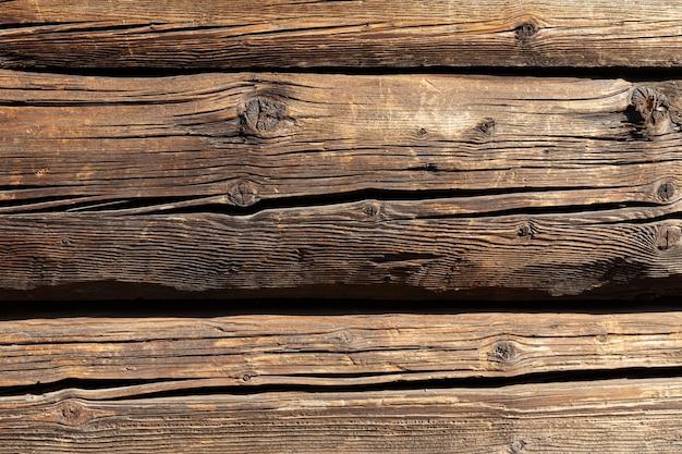 木造住宅の断片。背景テクスチャとしての丸太からの木製の壁