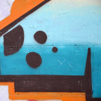 Фрагмент цветной граффити картины уличного искусства с контурами и штриховкой крупным планом