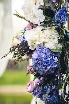 花の装飾の断片。