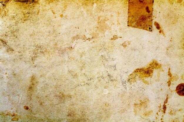 Фрагмент текстуры старой бумаги с темными пятнами. абстрактный фон