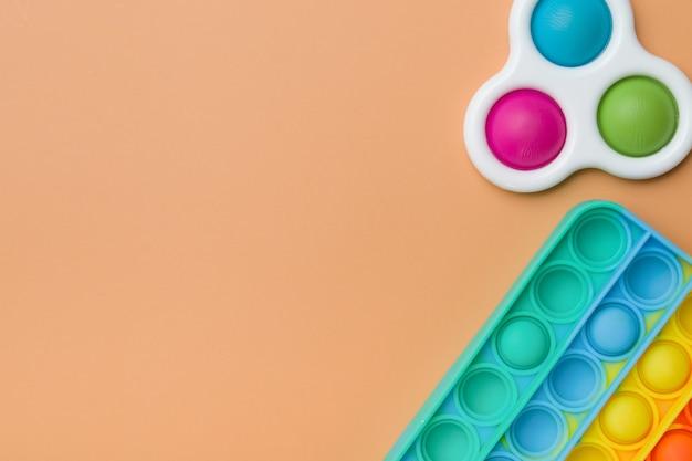 Фрагмент радужной силиконовой игрушки-антистресс поп и простая ямочка
