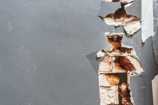 파괴 된 벽의 조각