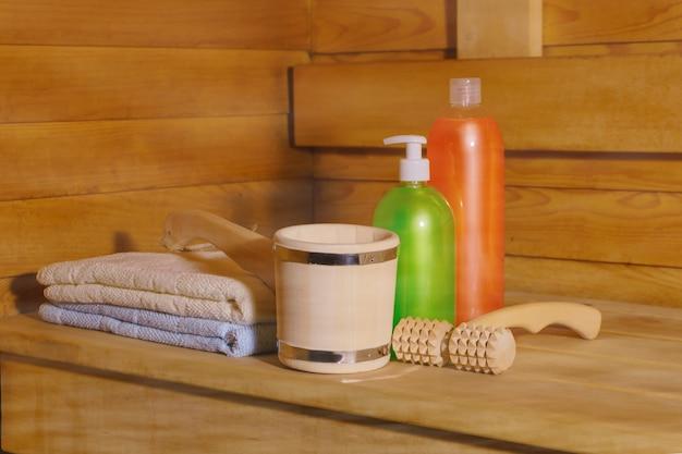 Фрагмент интерьера маленькой современной русской бани с банными принадлежностями в паре