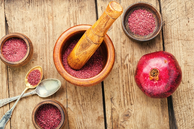 Fragrant spice made from pomegranate or turkish seasoning.