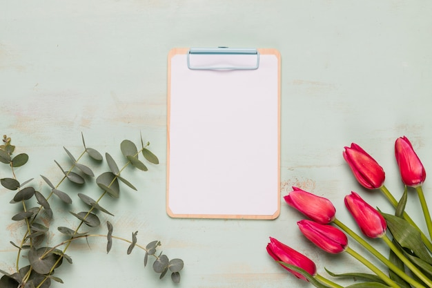 Frame clipboard with flowers