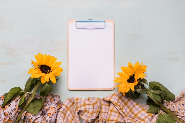 Frame clipboard with sunflowers