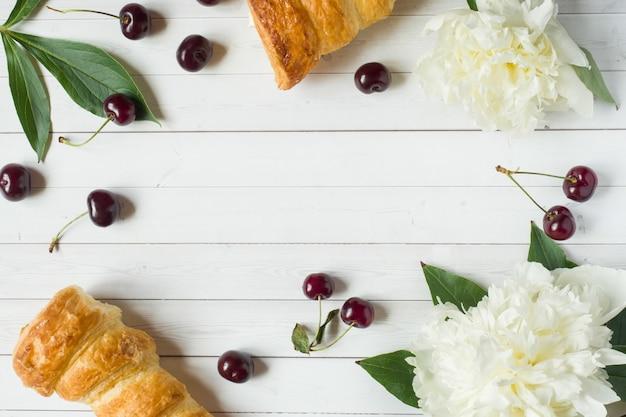 フレームカスタードケーキ、桜の牡丹の花。