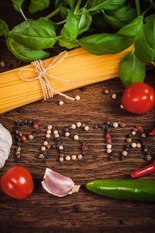 Рамка из ингредиентов на спагетти с текстом